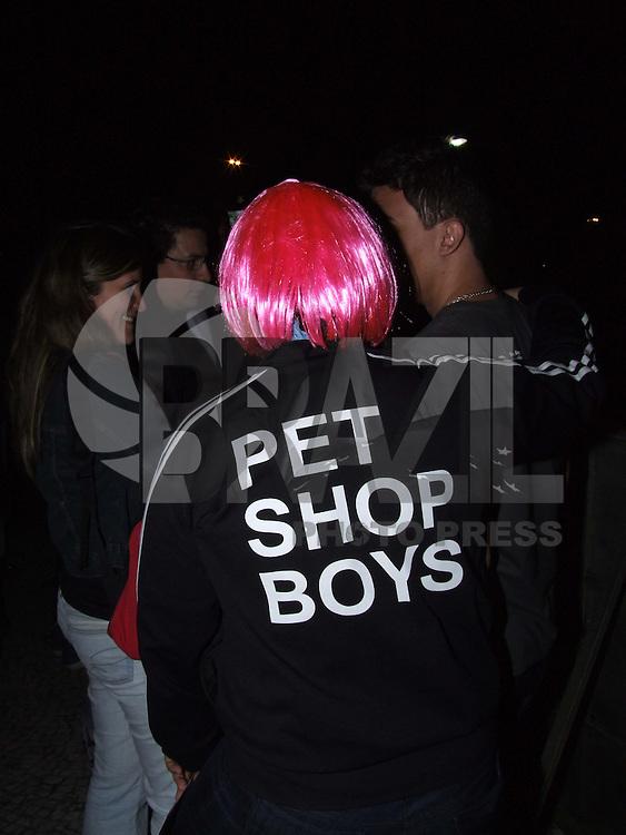 """SÃO PAULO, 13 DE OUTUBRO DE 2009 - SHOW PET SHOP BOYS EM SP - Pet Shop Boys, dupla britânica precursora da música eletrônica e que já vendeu mais de 76 milhões de álbuns, durante apresentação no Credicard Hall. O duo criador de hits como """"West End Girls"""", """"Domino Dancing"""" e """"Love, etc"""" apresenta a turnê """"Pandemonium World"""". No bairro de Santo Amaro região sul da capital paulista FOTO: VANESSA CARVALHO / BRAZIL PHOTO PRESS)."""