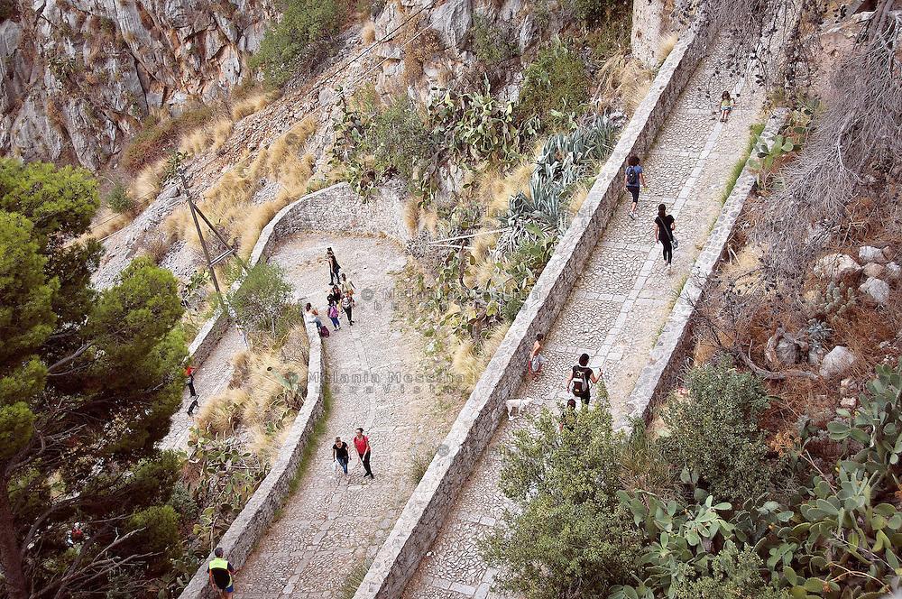 Palermo:pilgrims climbing Monte Pellegrino to reach the sanctuary of Saint Rosalia.<br /> Palermo: fedeli salgono su Monte Pellegrino per raggiungere il santuario di Santa Rosalia