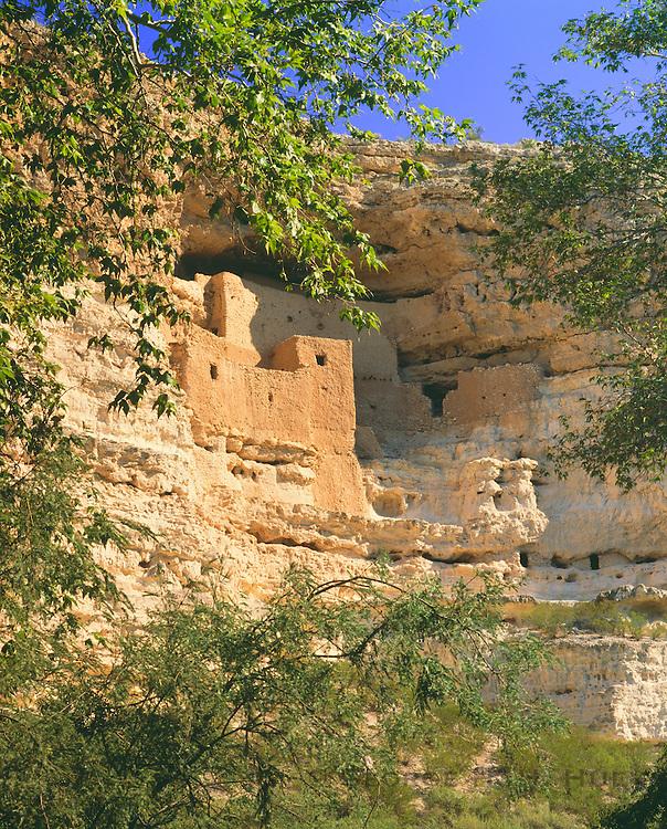 0110-1018B ~ Copyright: George H. H. Huey ~ Montezuma Castle, Sinagua culture cliff dwelling, occupied @ A.D. 1100-1400. Verde Valley. Montezuma Castle National Monument, Arizona.
