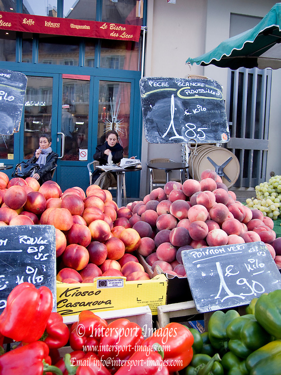Rennes, FRANCE, Rennes, Peaches, Nectarines, Red and Green Peppers, on display at the Saturday Morning Market,  Brittany.  Saturday  26/09/2009   [Mandatory Credit Peter Spurrier Intersport Images] Street Photo.