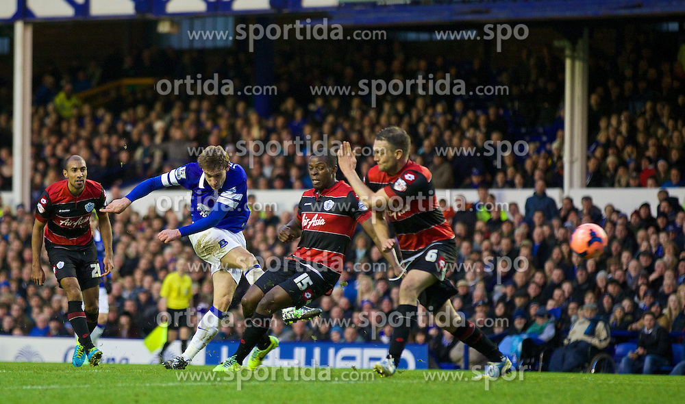 04.01.2014, Goodison Park, Liverpool, ENG, FA Cup, FC Everton vs Queens Park Rangers, 3. Runde, im Bild Everton's Nikica Jelavic scores the second goal against Queens Park Rangers // during the English FA Cup 3rd round match between Everton FC and Queens Park Rangers at the Goodison Park in Liverpool, Great Britain on 2014/01/04. EXPA Pictures &copy; 2014, PhotoCredit: EXPA/ Propagandaphoto/ David Rawcliffe<br /> <br /> *****ATTENTION - OUT of ENG, GBR*****