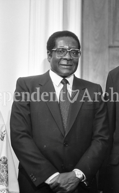 Robert Mugabe in Dublin during his two-day visit to Ireland. 8/09/1983. (Part of the Independent Newspapers Ireland/NLI Collection).