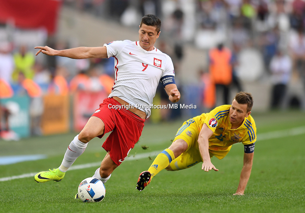 2016.06.21 Marsylia Marseille<br /> Pilka nozna Euro 2016 mecz grupy C<br /> Ukraina - Polska <br /> N/z Robert Lewandowski, Ruslan Rotan<br /> Foto Lukasz Laskowski / PressFocus<br /> <br /> 2016.06.21 Marsylia Marseille<br /> Football UEFA Euro 2016 group C game between Ukraine and Poland<br /> Robert Lewandowski, Ruslan Rotan<br /> Credit: Lukasz Laskowski / PressFocus