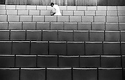 Nederland, Nijmegen, 1-6-1998Schoonmaakster aan het werk in collegezaal van de katholieke universiteit Nijmegen.Interieurverzorgster,vrouw en arbeid, hygieneFoto: Flip Franssen/Hollandse Hoogte