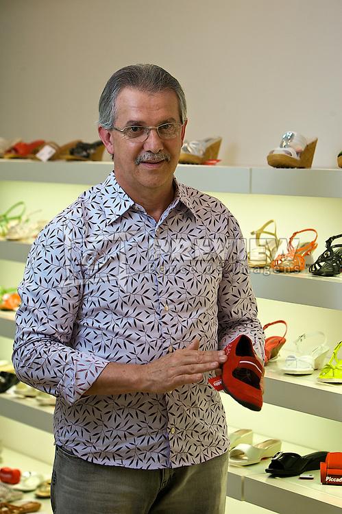 Diretor-presidente da fábrica Calçados Piccadily, o empresário Paulo Grings comemora a expansão das importações para o exterior e a abertura da nova sede da empresa na cidade de Teutônia. Foto: Lucas Uebel/Preview.com