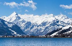 THEMENBILD - Blick auf den Gletscher Kitzsteinhorn und dem Zeller See, aufgenommen am 03. April 2015, am Zeller See, Zell am See, Oesterreich // View of the Kitzsteinhorn Glacier and Lake Zell, Zell am See, Austria on 2015/04/03. EXPA Pictures © 2015, PhotoCredit: EXPA/ JFK