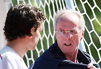 Photo: Chris Ratcliffe.<br />England training session. 07/06/2006.<br />Sven Goran Eriksson talks to Owen Hargreaves as they get off the team bus.