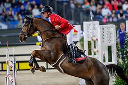 SCHWIZER Pius (SUI), Cortney Cox<br /> Stuttgart - German Masters 2019<br /> LONGINES FEI Jumping World Cup™ 2019/2020<br /> Großer Preis von Stuttgart mit Mercedes-Benz, WALTER solar und BW-Bank<br /> Int. Springprüfung mit Stechen - CSI5*-W<br /> Qualifikation zum Weltcup Finale<br /> 17. November 2019<br /> © www.sportfotos-lafrentz.de/Stefan Lafrentz
