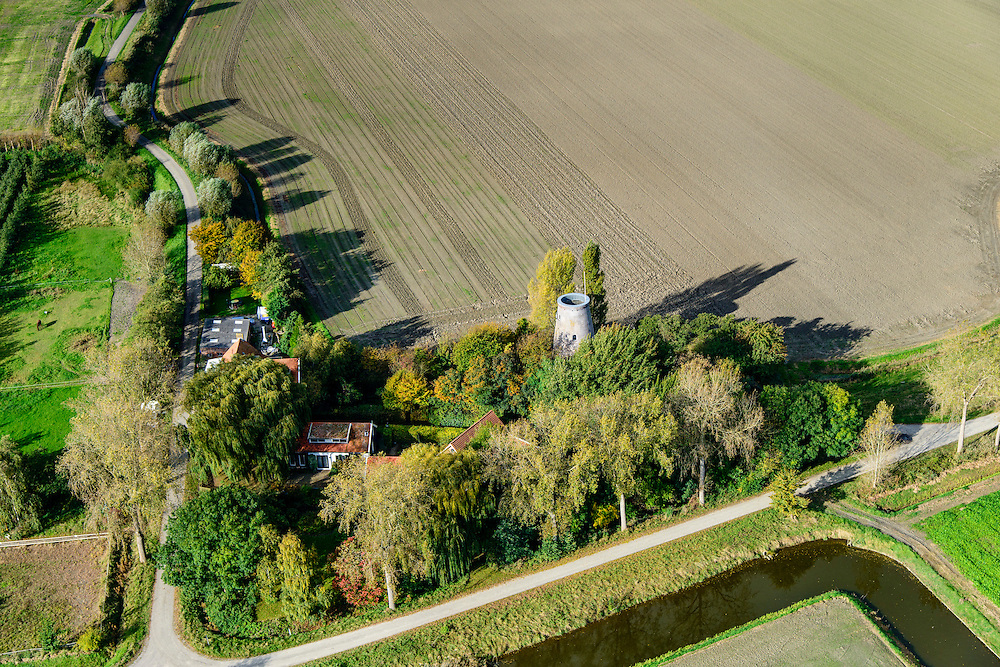 Nederland, Zeeland, Zuid-Beveland, 19-10-2014; Ellewoutsdijk, Ellewoutsdijkse molen, nabij Westerschelde. Zak van Zuid-Beveland.<br /> Mill near the Westerschelde (Western Scheldt), Southwest Holland.<br /> luchtfoto (toeslag op standard tarieven);<br /> aerial photo (additional fee required);<br /> copyright foto/photo Siebe Swart