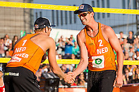 ROTTERDAM - Poulewedstrijd Brouwer/Meeuwsen - Huver/Seidl , Beachvolleybal , WK Beach Volleybal 2015 , 27-06-2015 , Robert Meeuwsen (r) en Alexander Brouwer (l) vieren een punt