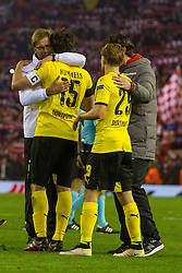 14.04.2016, Anfield Road, Liverpool, ENG, UEFA EL, FC Liverpool vs Borussia Dortmund, Viertelfinale, Rueckspiel, im Bild Trainer Juergen Klopp (FC Liverpool) mit Kapitaen Mats Hummels (Borussia Dortmund #15) und Marcel Schmelzer (Borussia Dortmund #29) // during the UEFA Europa League Quaterfinal, 2nd Leg match between FC Liverpool vs Borussia Dortmund at the Anfield Road in Liverpool, Great Britain on 2016/04/14. EXPA Pictures &copy; 2016, PhotoCredit: EXPA/ Eibner-Pressefoto/ Schueler<br /> <br /> *****ATTENTION - OUT of GER*****