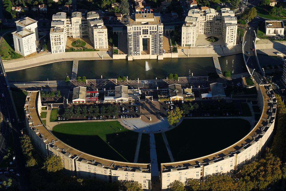 France, Languedoc Roussillon, Hérault, Montpellier, quartier Antigone, place de l'Europe, le Lez, l'hotel de Région, vue aérienne