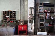 """La REcyclerie est installée sur le site de l'ancienne Gare Ornano Porte de Clignancourt dans le 18ème arrondissement de Paris. Le principe de récupération est à la base de son fonctionnement et de sa programmation (ateliers, projections, expositions...). Valoriser les initiatives collaboratives, sensibiliser les """"consomm'acteurs"""", promouvoir le recyclage..."""