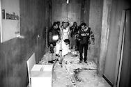 Roma 22 Dicembre 2000.Attentato fascista con una bomba contro il quotidiano Il Manifesto in via Tomacelli..I rilievi della polizia scientifica