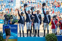 J?NSSON Fredrik (SWE), BARYARD-JOHNSSON Malin (SWE), VON ECKERMANN Henrik (SWE), FREDRICSON Peder (SWE)<br /> Tryon - FEI World Equestrian Games™ 2018<br /> Siegerehrung Medaillenvergabe<br /> 2. Qualifikation Teamwertung 2. Runde<br /> Stechen Jump-Off<br /> 21. September 2018<br /> © www.sportfotos-lafrentz.de/Stefan Lafrentz