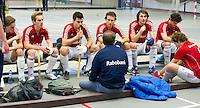 ARNHEM -  .De mannen van Hurley tijdens de eerste dag van de zaalhockey competitie in de hoofdklasse, seizoen 2013/2014. FOTO KOEN SUYK