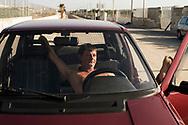 Litorale Domizio, Licola - Momento di relax di un bagnante all'interno della sua auto a Licola sul litorale domizio.<br /> Ph. Roberto Salomone