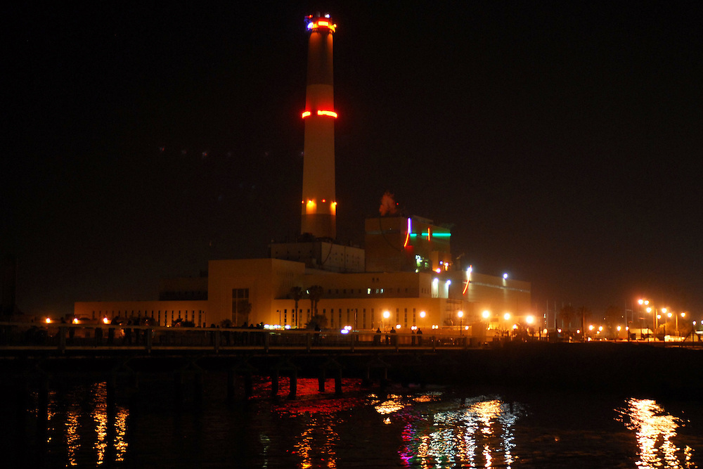 Reading power plant at night. The Reading Power Station is a power station supplying electrical power to the Tel Aviv District in central Israel. It is located in the north-western part of the city at the mouth of the Yarkon River, and was built in 1938 during the British Mandate of Palestine.....Reading Power Station is named after Daniel Rufus Isaacs, 1st Marquess of Reading, a chairman of the Israel Electric Corporation.....The power station is made up of number of power producing units. Two units called 'READING A' and two units called 'Reading B', built in the 1950s, are capable of producing 50 megawatts each. Additional units, called 'Reading C' and 'Reading D' (each consisting of two units) have been added in the 1970s. *** Local Caption *** úçðú äëåç øéãéðâ..ìéìä..éø÷åï..úì àáéá..çùîì
