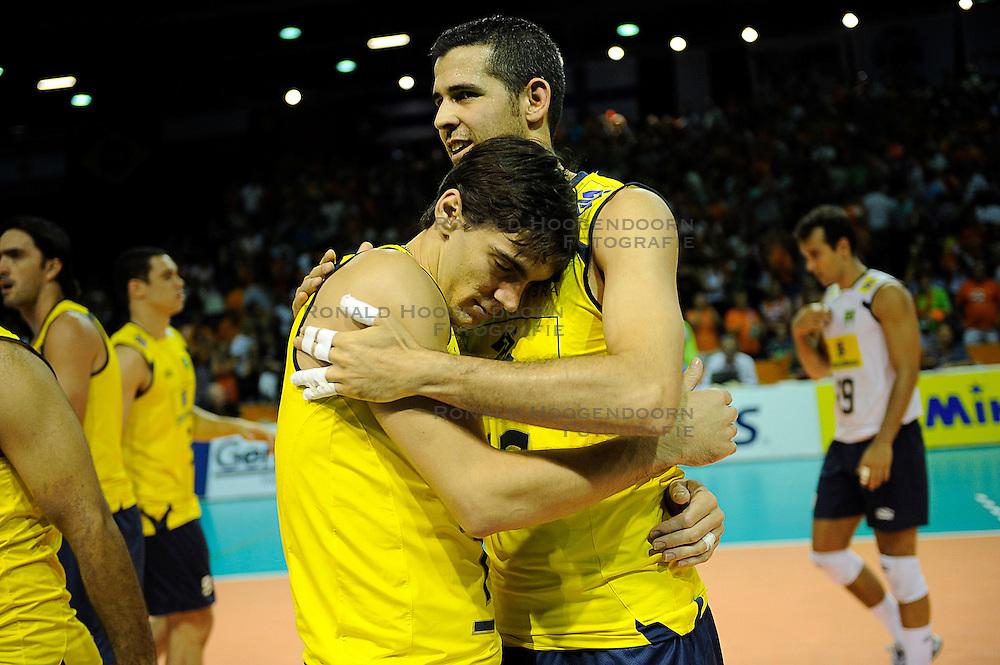 26-06-2010 VOLLEYBAL: WLV NEDERLAND - BRAZILIE: ROTTERDAM<br /> Nederland verliest met 3-1 van Brazilie / Giba en Dante<br /> &copy;2010-WWW.FOTOHOOGENDOORN.NL