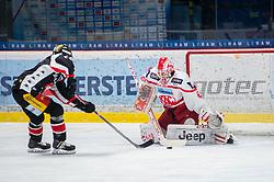 19.12.2017, Ice Rink, Znojmo, CZE, EBEL, HC Orli Znojmo vs EC KAC, 30. Runde, im Bild v.l. Jiri Beroun (HC Orli Znojmo) Tomas Duba (EC KAC) // during the Erste Bank Icehockey League 30th round match between HC Orli Znojmo and EC KAC at the Ice Rink in Znojmo, Czech Republic on 2017/12/19. EXPA Pictures © 2017, PhotoCredit: EXPA/ Rostislav Pfeffer