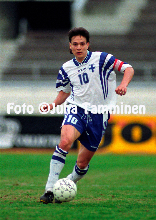 2.6.1996, Olympiastadion / Olympic Stadium, Helsinki, Finland.<br /> Yst&auml;vyysmaaottelu Suomi - Turkki / Friendly International match Finland v Turkey.<br /> Jari Litmanen - Finland