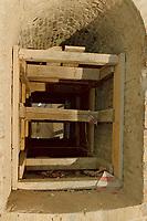 """27 FEB 2001, BERLIN/GERMANY:<br /> Erhaltenes Teilstueck einer historischen Tunnelverbindung zum Reichstagsgebaeude, steht heute auf einem Stockel in einem unterirdischen Durchgangsweg von den neuen Buerogebaeuden des Bundestages, den """"Dorotheenbloecke"""", zum Reichstagstagsgebaeude<br /> IMAGE: 20010227-01/01-15"""