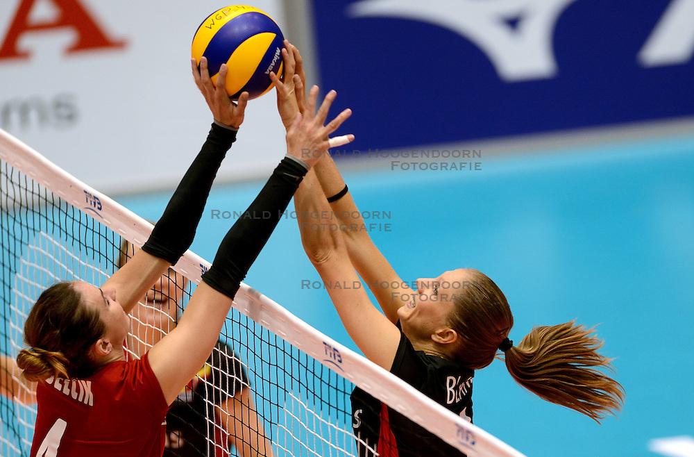 08-08-2014 NED: FIVB Grand Prix Belgie - Polen, Doetinchem<br /> Izabela Belcik, Angie Bland