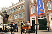 Koningin Beatrix opent 'Amsterdamse Westerstraat' in Openluchtmuseum in Arnhem. Met deze aanwinst viert het museum het honderdjarig bestaan. ////  Queen Beatrix opens &quot;Amsterdam Westerstraat 'in Open Air Museum in Arnhem. With this acquisition, the museum celebrates its centenary.<br />