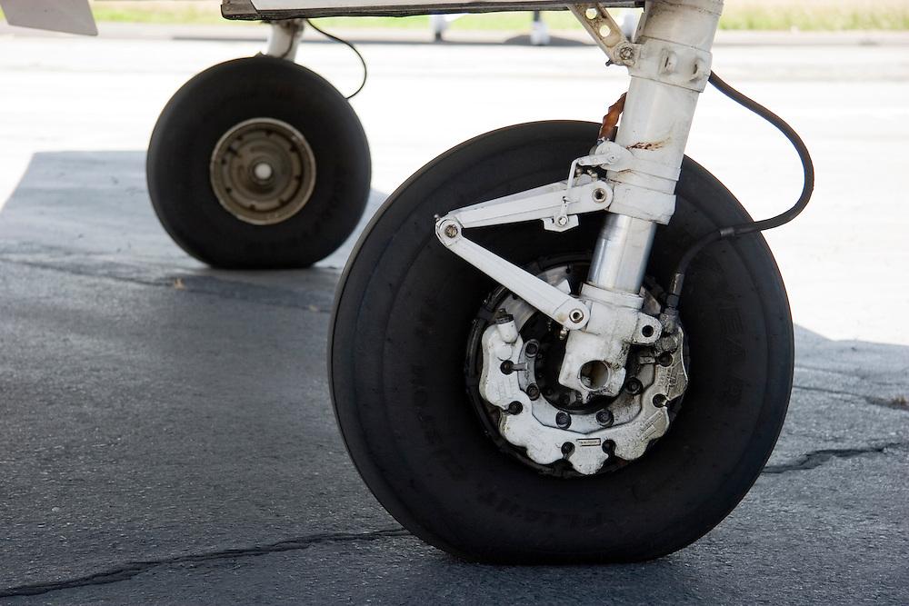 Detail of Beech King Air main landing gear