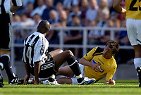 Fotball<br /> Intertoto Cup<br /> 15.07.2006<br /> Newcastle United v Lillestrøm<br /> Foto: Jed Wee/SBI/Digitalsport<br /> NORWAY ONLY<br /> <br /> Lillestrøm's Johan Petter Winsnes (R) has blood flowing from his face after contact with the boot of Newcastle's Charles N'Zogbia