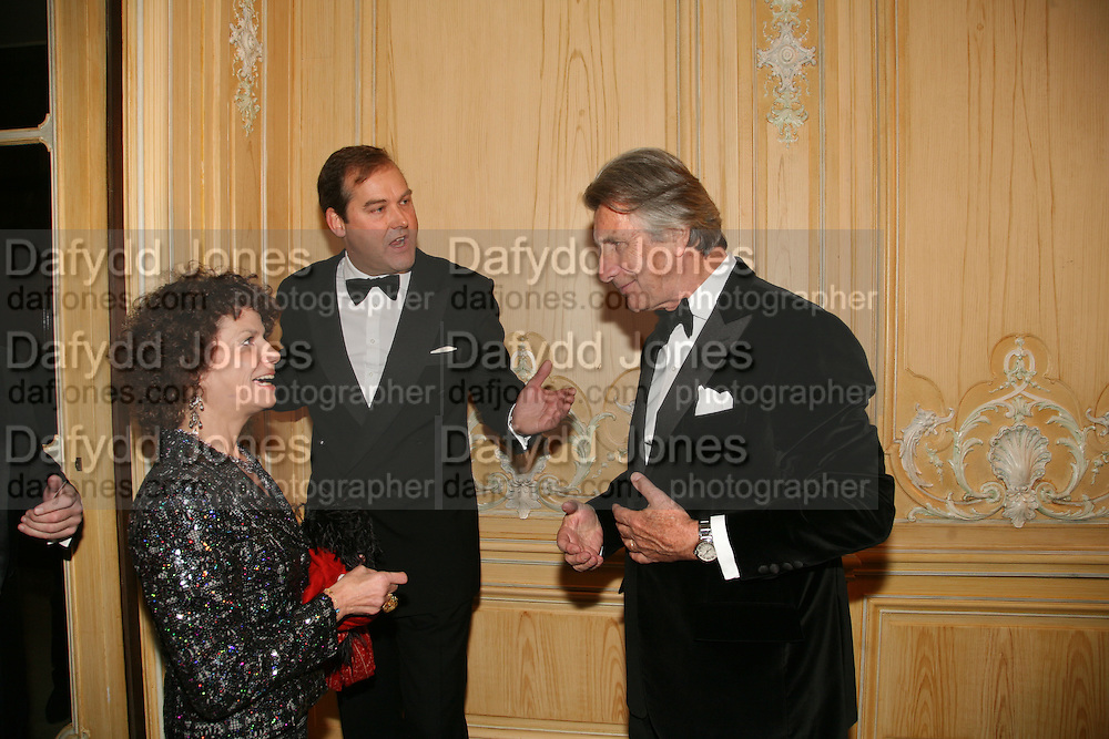 MARIA NIARCHOS, HON HARRY HERBERT AND ARNAUD BAMBERGER, The 2007 Cartier Racing Awards. Four Seasonss Hotel. London. 14 November 2007. -DO NOT ARCHIVE-© Copyright Photograph by Dafydd Jones. 248 Clapham Rd. London SW9 0PZ. Tel 0207 820 0771. www.dafjones.com.