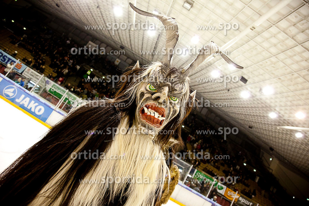 04.12.2011, Eisstadion Liebenau, Graz, AUT, EBEL, Moser Medical Graz 99ers vs SAPA Fehervar AV19 im Bild TEXT // during the Erste Bank Icehockey League, Eisstadion Liebenau, Graz, Austria, 2011-12-04, EXPA Pictures © 2011, PhotoCredit: EXPA/ E. Scheriau