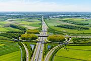 Nederland, Gelderland, Gemeente Zaltbommel, 23-08-2016; verkeersknooppunt Deil, A2 en A15 (vlnr). Parallel aan de A2 de Betuweroute, foto in zuidelijke richting. Klaverturbineknooppunt.<br /> Deil junction, main motorway A15 (Rotterdam Harbour - Germany) crossing motorway A2 to the South.<br /> <br /> aerial photo (additional fee required); luchtfoto (toeslag op standard tarieven); copyright foto/photo Siebe Swart