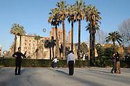 Roma 15/01/2003  Cinesi ballano nei giardini di piazza Vittorio.
