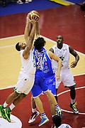 DESCRIZIONE : Milano Coppa Italia Final Eight 2014 Finale Montepaschi Siena Banco di Sardegna Sassari<br /> GIOCATORE : MarQuez Green Giacomo Devecchi<br /> CATEGORIA : contesa rimbalzo tiro difesa<br /> SQUADRA : Montepaschi Siena<br /> EVENTO : Beko Coppa Italia Final Eight 2014 <br /> GARA : Montepaschi Siena Banco di Sardegna Sassari<br /> DATA : 09/02/2014 <br /> SPORT : Pallacanestro <br /> AUTORE : Agenzia Ciamillo-Castoria/N.Dalla Mura<br /> GALLERIA : Lega Basket Final Eight Coppa Italia 2014 <br /> FOTONOTIZIA : Milano Coppa Italia Final Eight 2014 Finale Montepaschi Siena Banco di Sardegna Sassari