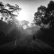 Une piste reliant Batouri à Bertoua au Cameroun, photographiée le 24 décembre 2014.