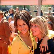 NLD/Amsterdam/20070519 - Inloop Kids Choice Awards 2007, Elize, Elise van der Horst en vriendin