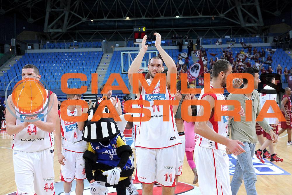 DESCRIZIONE : Pesaro Lega A 2012-13 Scavolini Banca Marche Pesaro Umana Venezia<br /> GIOCATORE : Andrea Crosariol<br /> CATEGORIA : esultanza team<br /> SQUADRA : Scavolini Banca Marche Pesaro<br /> EVENTO : Campionato Lega A 2012-2013 <br /> GARA : Scavolini Banca Marche Pesaro Umana Venezia<br /> DATA : 13/10/2012<br /> SPORT : Pallacanestro <br /> AUTORE : Agenzia Ciamillo-Castoria/C.De Massis<br /> Galleria : Lega Basket A 2012-2013  <br /> Fotonotizia : Pesaro Lega A 2012-13 Scavolini Banca Marche Pesaro Umana Venezia<br /> Predefinita :