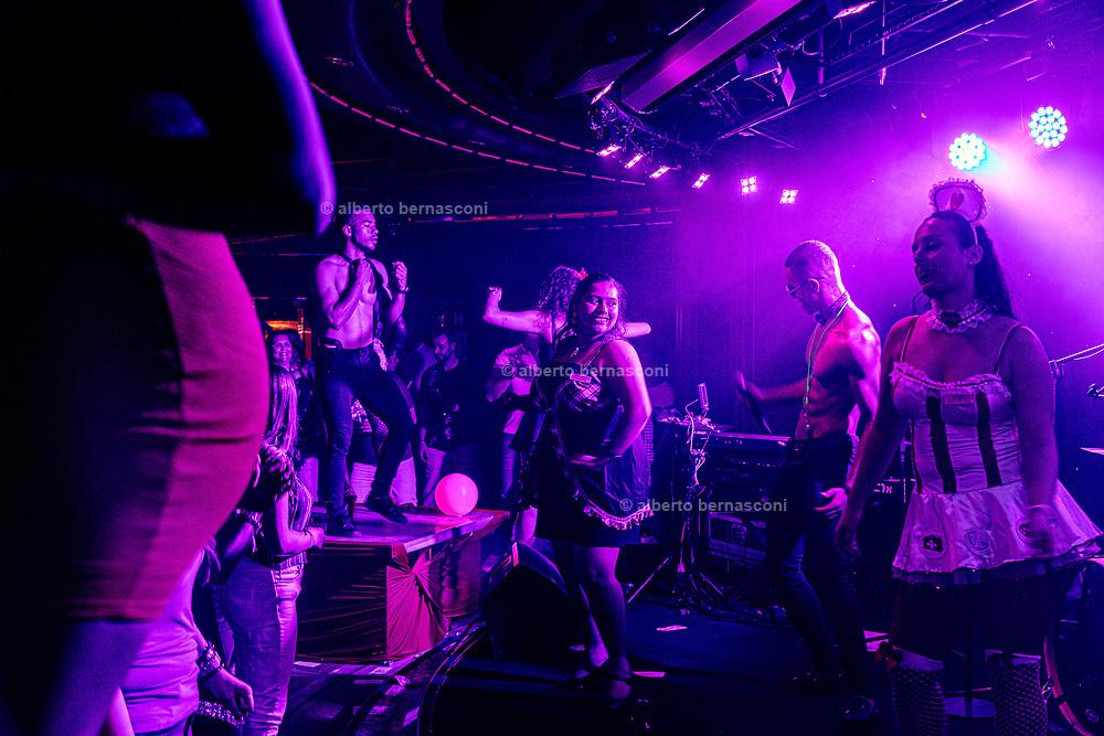 COSTA CROCIERE: sexy nite in discoteca. disco night called sexy night