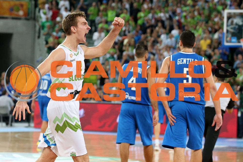 DESCRIZIONE : Lubiana Ljubliana Slovenia Eurobasket Men 2013 Second Round Slovenia Italia Slovenja Italy<br /> GIOCATORE : Zoran Dragic<br /> CATEGORIA : esultanza jubilation<br /> SQUADRA : Slovenia Slovenja<br /> EVENTO : Eurobasket Men 2013<br /> GARA : Slovenia Italia Slovenja Italy<br /> DATA : 12/09/2013 <br /> SPORT : Pallacanestro <br /> AUTORE : Agenzia Ciamillo-Castoria/ElioCastoria<br /> Galleria : Eurobasket Men 2013<br /> Fotonotizia : Lubiana Ljubliana Slovenia Eurobasket Men 2013 Second Round Slovenia Italia Slovenja Italy<br /> Predefinita :