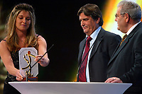 Fotball<br /> Prisutdeling i Frankrike<br /> 2. mai 2004<br /> Foto: Digitalsport<br /> NORWAY ONLY<br /> <br /> HENRI MICHEL RECEIVES A SPECIAL AWARD AS COACH OF THE FRENCH TEAM WHO WON THE OLYMPIC GOLD MEDAL IN LOS ANGELES 84