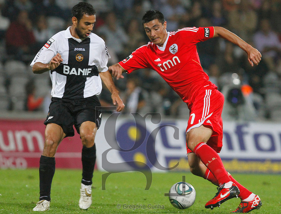Portugal, Funchal, Madeira : Benfica's Cardozo (R) vies with Nacional's Brazilian defender Danielson (R) during the Portuguese league football match Nacional Madeira vs Benfica on August 29, 2011 at the Madeira Stadium in Funchal. .PHOTO / GREGORIO CUNHA