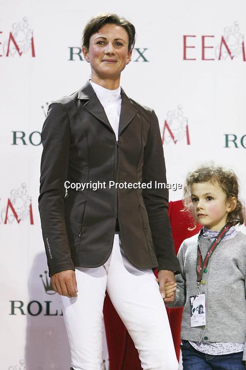Equitation : Gucci Masters - 03.12.2010 - Rolex Speed Challenge CSI5 - Penelope Leprevost (FRA) et sa fille *** Local Caption *** 00042820