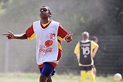 Lance da partida entre as equipes Vila Iolanda e Moradas do Sul, válida pela Copa Coca-Cola, no campo do Periquito, em Porto Alegre. FOTO: Jefferson Bernardes/Preview.com