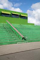 De Kikker, De Brede School van DOK architecten. Twee basisscholen, een Kinderdagverblijf en een GGD in &eacute;&eacute;n gebouw.<br /> Groen gebouw met tribunes.