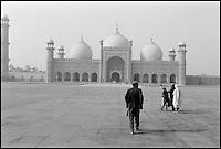 Pakistan, Punjab, Lahore, Mosquee Badshahi. // Pakistan, Punjab, Lahore, Badshahi mosque