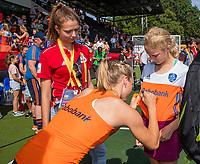 AMSTELVEEN - Fan of the match, met Kyra Fortuin (Ned)    de Pro League hockeywedstrijd dames, Nederland-Australie (3-1) COPYRIGHT  KOEN SUYK