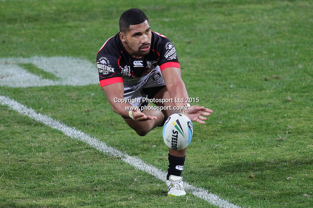 PERTH, AUSTRALIA - JUNE 06:  Siliva Havili of the Warriors passes the ball during the 2015 NRL Round 13 Rugby League match between the Vodafone Warriors and The Rabbitohs at NIB Stadium, Perth, Australia on June 6, 2015. (Copyright photo Will Russell/www.Photosport.co.nz)
