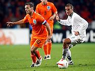 17-10-2007: Voetbal: Nederland-Slovenie: Eindhoven<br /> Wesley Sneijder met de slimme steekpass op Babel die uit de voorzet van de aanvoerder de 2-0 kon aantekenen.  Morec kijkt verrassend toe<br /> Foto: Geert van Erven