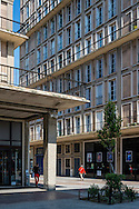 Le Havre centre ville. En grande partie d&eacute;truit pendant la Seconde Guerre mondiale, le centre-ville a &eacute;t&eacute; reconstruit d'apr&egrave;s les plans de l'atelier d'Auguste Perret entre 1945 et 1964, il est inscrit au patrimoine mondial de l'UNESCO depuis 2005.  <br /> <br /> <br /> Le Havre city center. Largely destroyed during the Second World War, the city was rebuilt according to the plans of the workshop of Auguste Perret between 1945 and 1964, he was listed as a World Heritage Site by UNESCO since 2005.